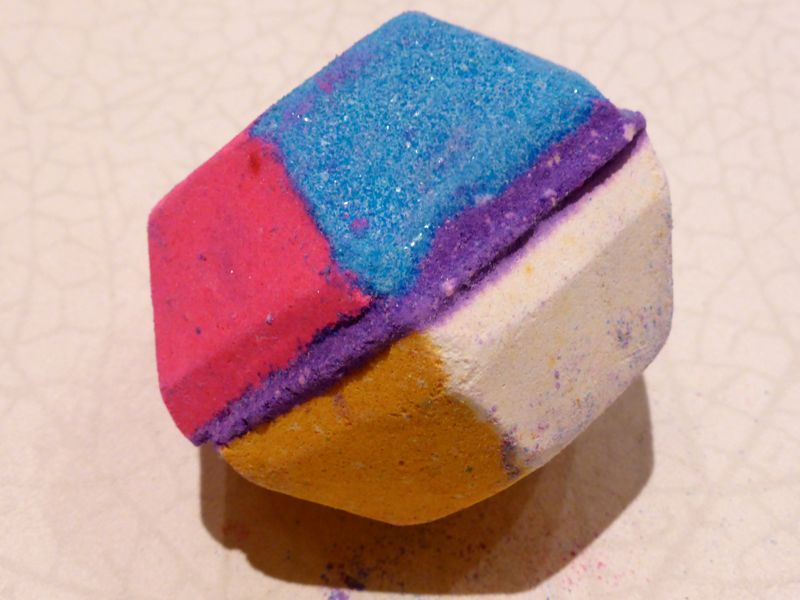 The Experimenter bathbomb from Lush Cosmetics
